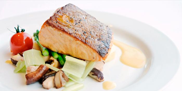 Seared Salmon Fillet, SkyCity Bistro, Chek Lap Kok, Hong Kong