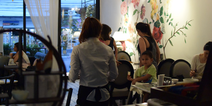 Ambience of Pho Van Vietnamese Restaurant Srinakarin at 127 Soi Moo Ban Seri Villa Yaek 2 Nong Bon, Prawet Bangkok