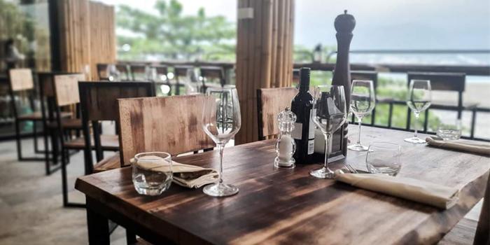 Vibe of Loy Lom Bar & Grill in Trai Trang, Phuket, Thailand