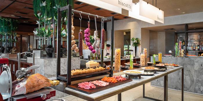 Ambience of Biscotti at Anantara Siam in Ratchadamri, Bangkok