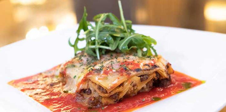 Lasagna ala Bolognaise at Lobo