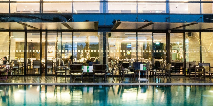 Pool Side Seating of Zeta Cafe at Holiday Inn Sukhumvit, Bangkok