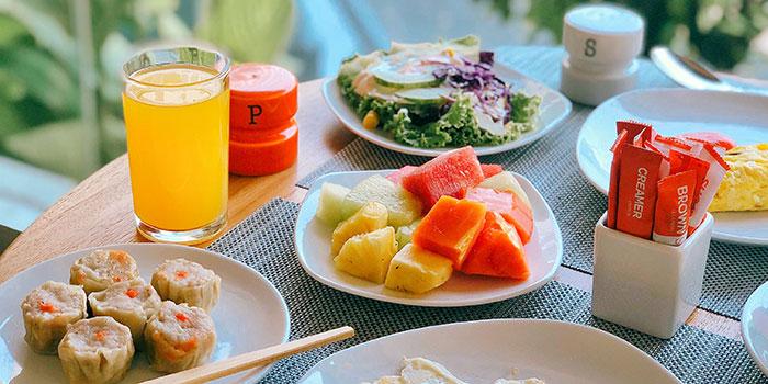 Healthy Breakfast at HARRIS Cafe
