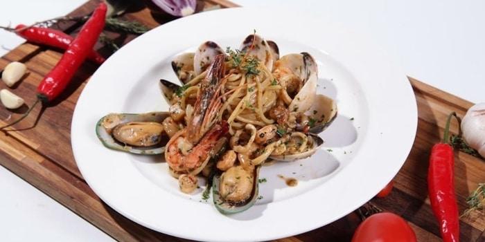 Spaghetti Alla Marinara at Crazy Uncle Restaurant & Bar