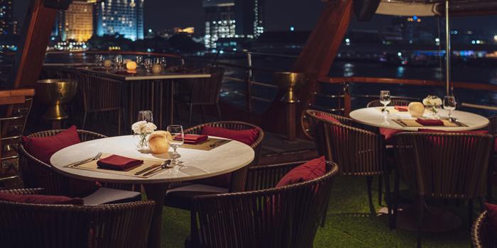 Dining Area of Pruek Cruise at 299 Charoen Nakhon Rd, Khwaeng Khlong Ton Sai, Khet Khlong San, Bangkok