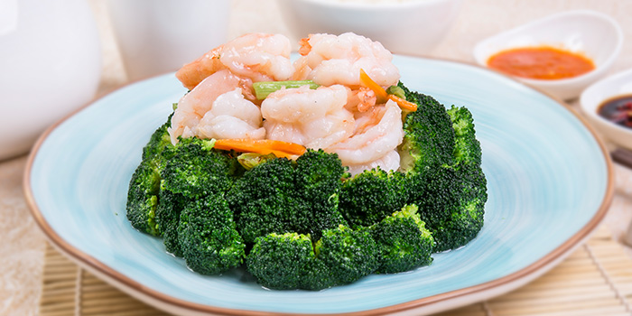 Fried Peeled Prawns with Seasonal Vegetables from East Treasure Chinese Restaurant Chinese Restaurant in Clarke Quay, Singapore