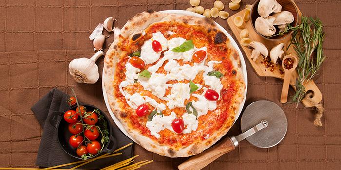 Pizza Buratta from Rosso Vino in Robertson Quay, Singapore