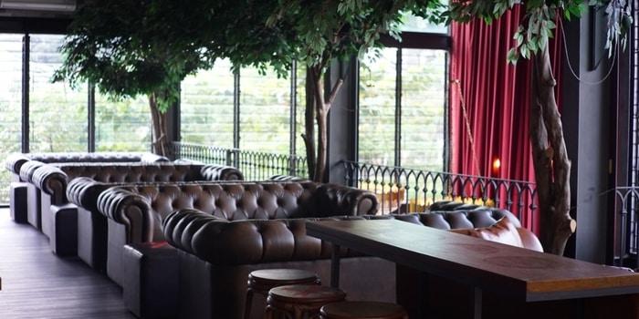 Indoor Atas at Toepak Bar & Dine