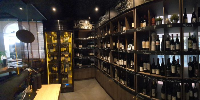 Interior of The Winery Tapas   Bar in City Hall, Singapore