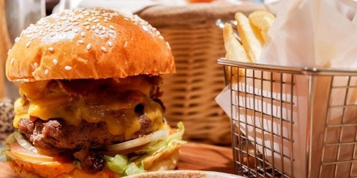 Burger at Cinnamon (Mandarin Oriental Jakarta)
