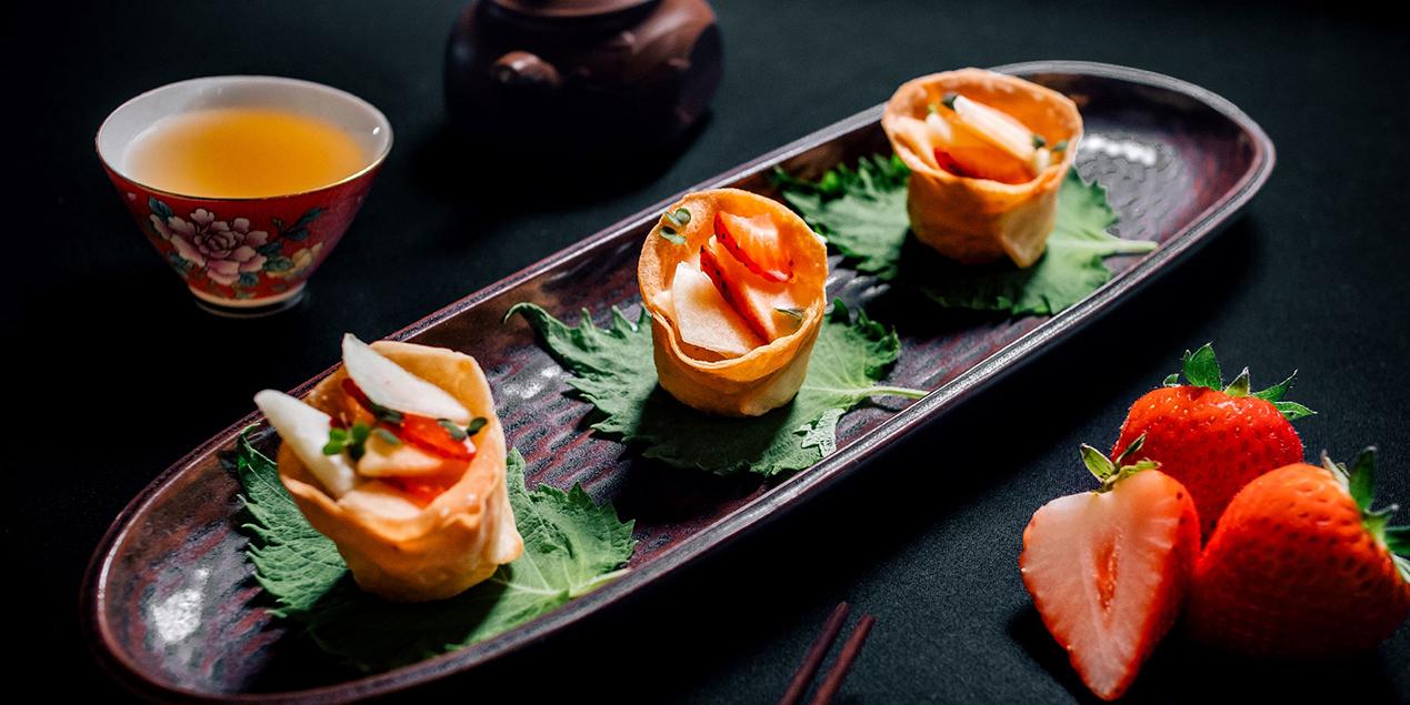 Crispy Prawn Dumping Topped with Fresh Fruit Salad of River Café & Terrace at The Peninsula Bangkok
