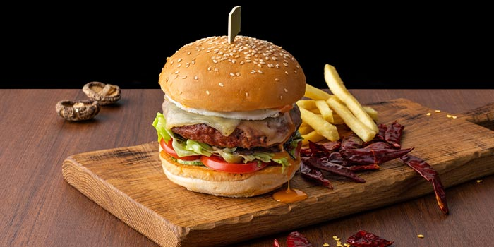 Burger from Xperience Restaurant in SO Sofitel Singapore in Raffles Place, Singapore