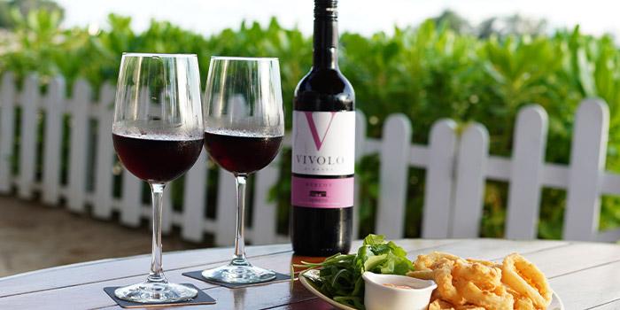 Italian Wine and Appetiser Calamari from Trapizza in Sentosa, Singapore