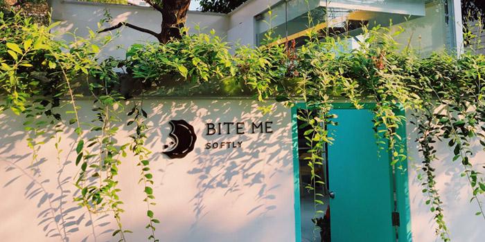 Entrance of Bite Me Softly at 1/1 Phra Sumen Rd, Chana Songkhram, Phra Nakhon Bangkok