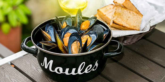 Mussels with Light from YOUNGS Bar & Restaurant in Seletar, Singapore