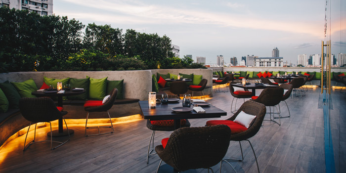 Outdoor Seating Area of Spice & Barley at Anantara Riverside Bangkok Resort 257 Charoennakorn Road, Samre, Thonburi Bangkok