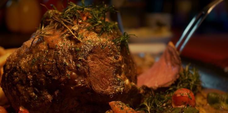 Carving Steak at Robot & Co